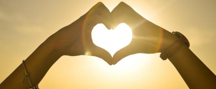 coeur-damour-et-coucher-de-soleil